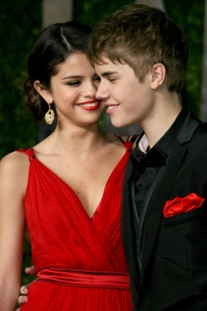 new justin bieber and selena gomez. new selena gomez and justin